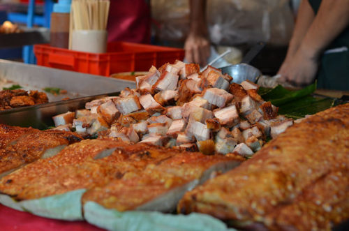 Crispy_pork_belly_chatuchak_bangkok
